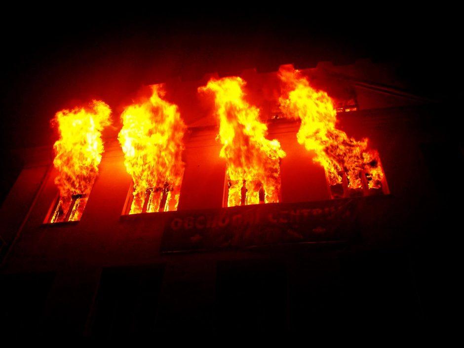 Požár vícepodlažní budovy ve Fulneku