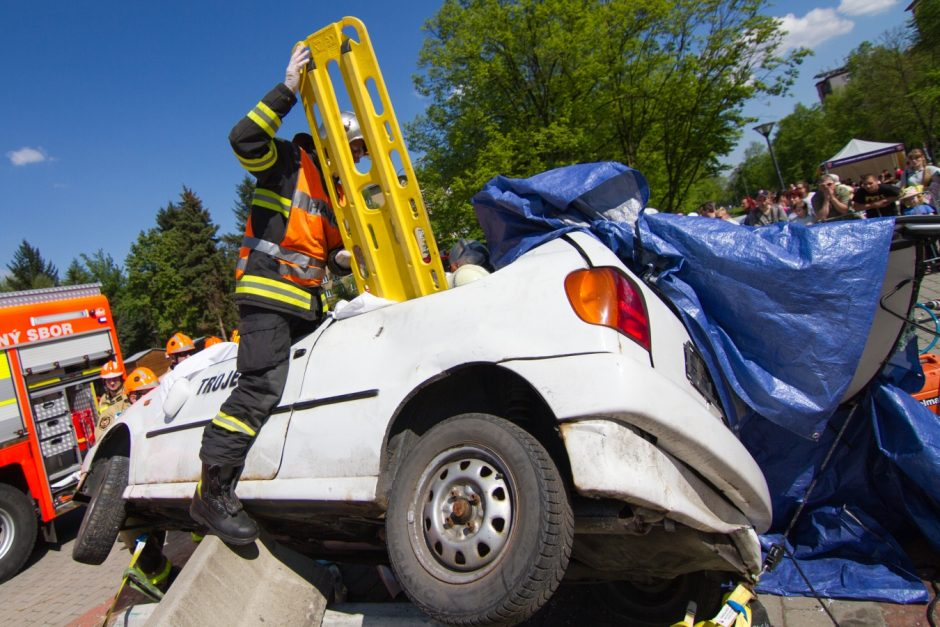 Krajské kolo soutěže ve vyprošťování osob z havarovaných vozidel v Ostravě