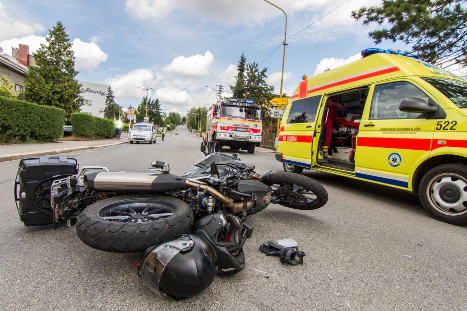 Dopravní nehoda motocyklu a osobního vozu v Bílovci