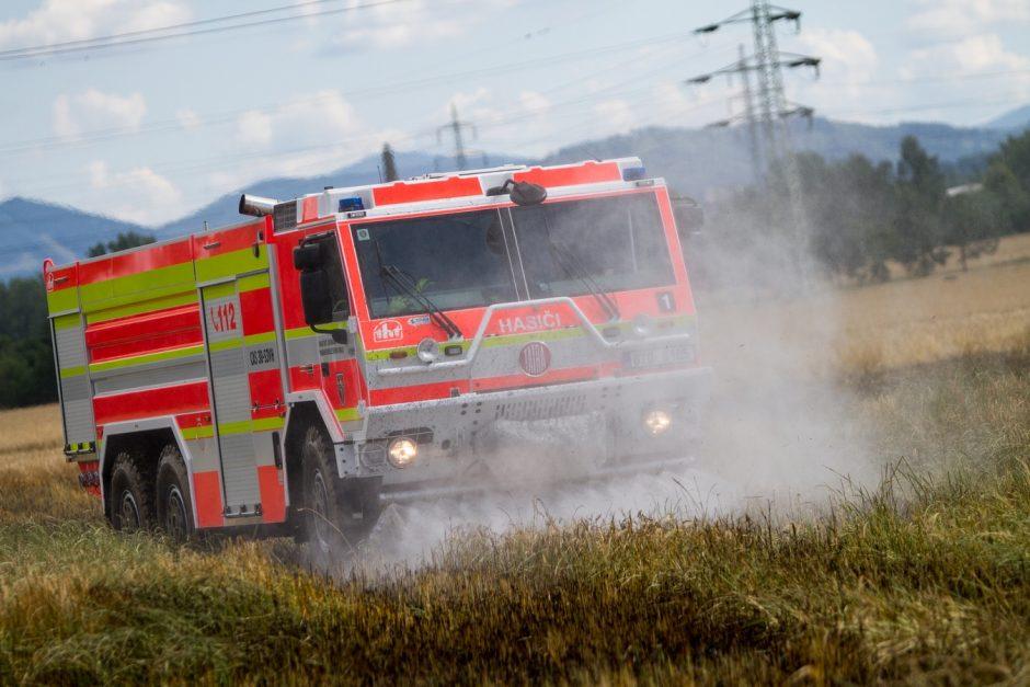 Požár pole s obilím v Paskově