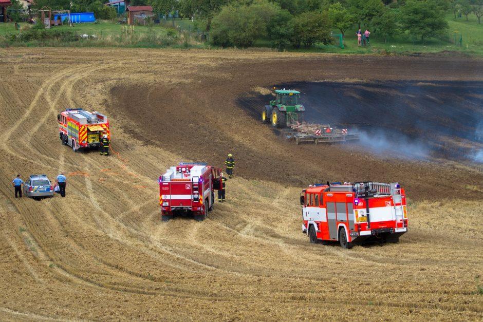 Požár strniště v Josefovicích