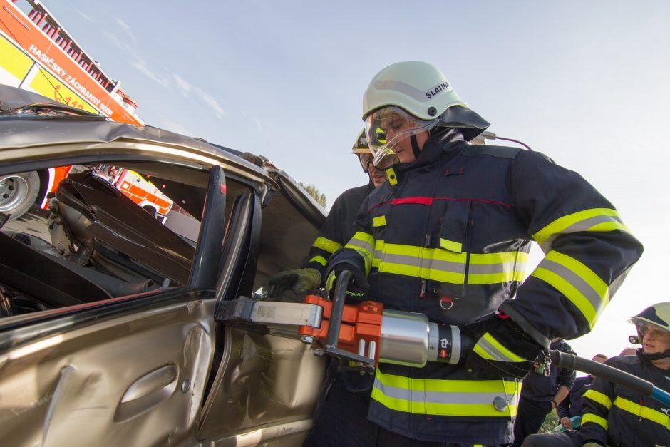 Výcvik dobrovolných hasičů ve vyprošťování v Bílovci