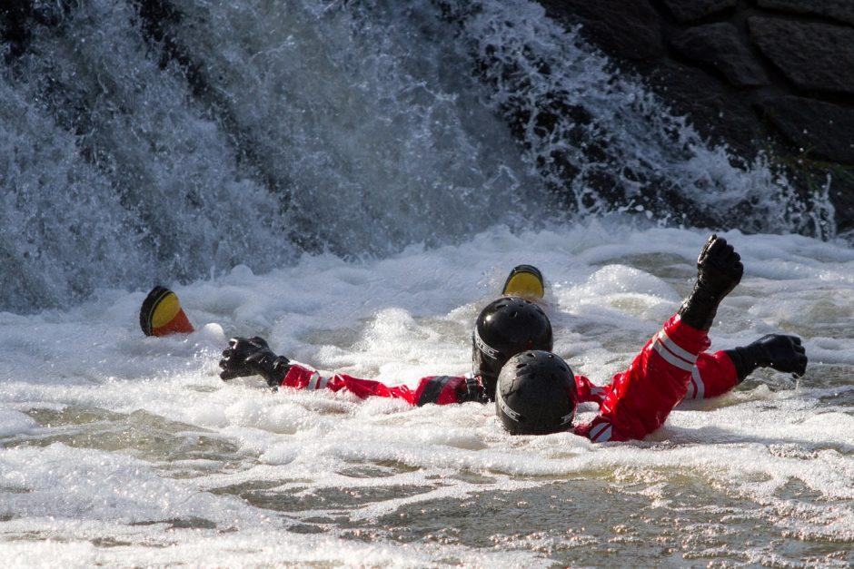 Výcvik dobrovolných hasičů na tekoucí vodě v Bernarticích nad Odrou