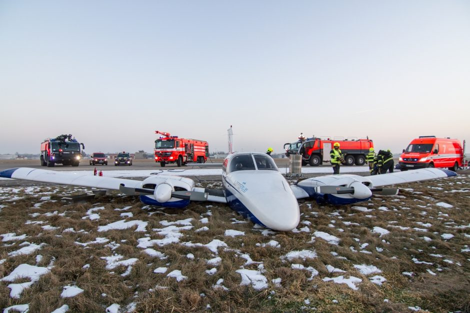 Pád dopravního letounu na letišti v Mošnově
