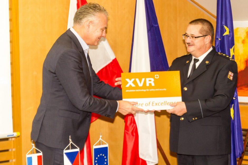 Předání certifikátu XVR Školnímu a výcvikvému zařízení HZS ČR v Brně