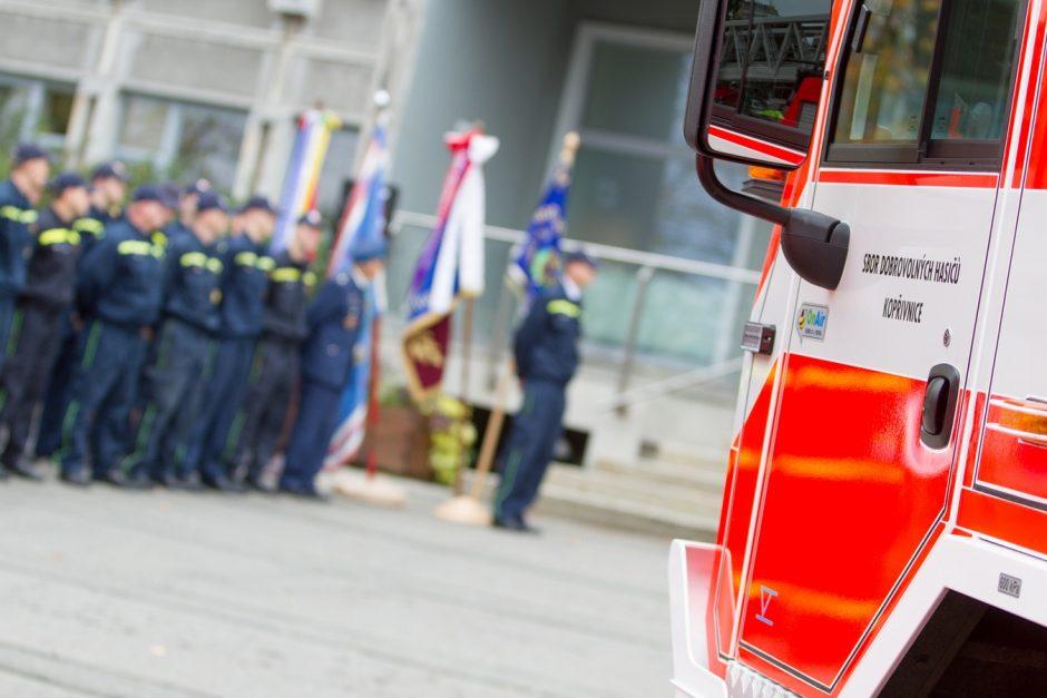Předání nové velkoobjemové Tatry dobrovolným hasičům v Kopřivnici