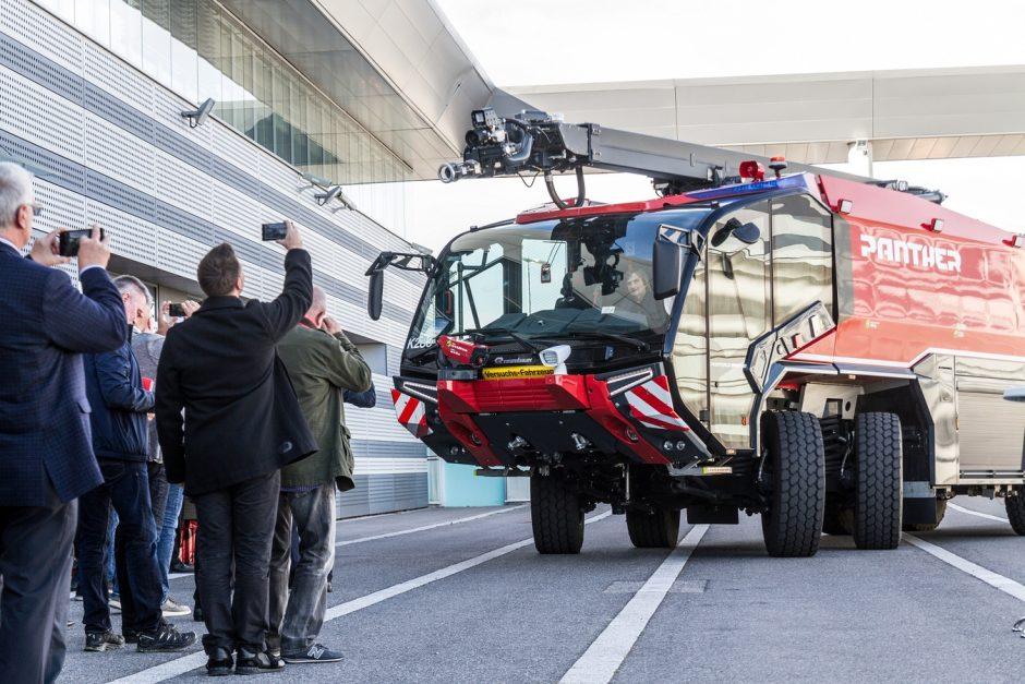 Představení nového letištního speciálu Rosenbauer Panther ve Vídni