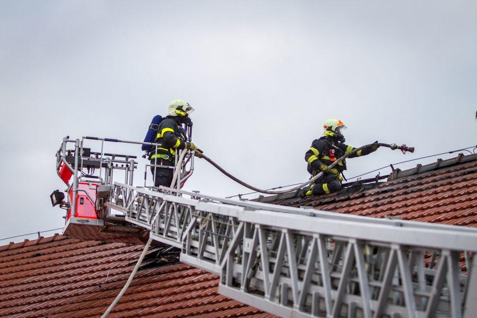 Požár budovy jatek v Melči
