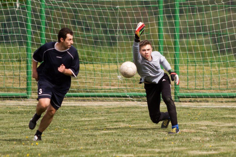 Fotbalové utkání Svobodní versus Ženatí ve Slatině