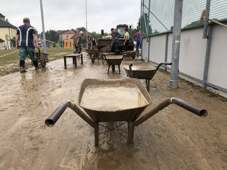 Odklízení následků přívalových dešťů ve Větřkovicích