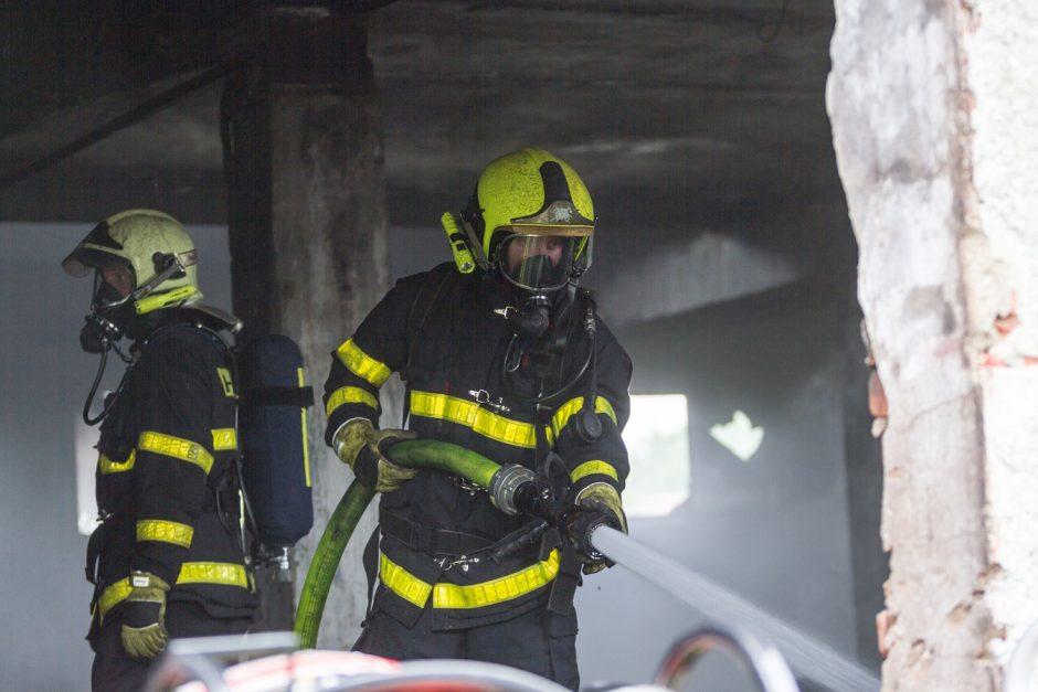 Požár bývalého skladu dílů v Bohumíně