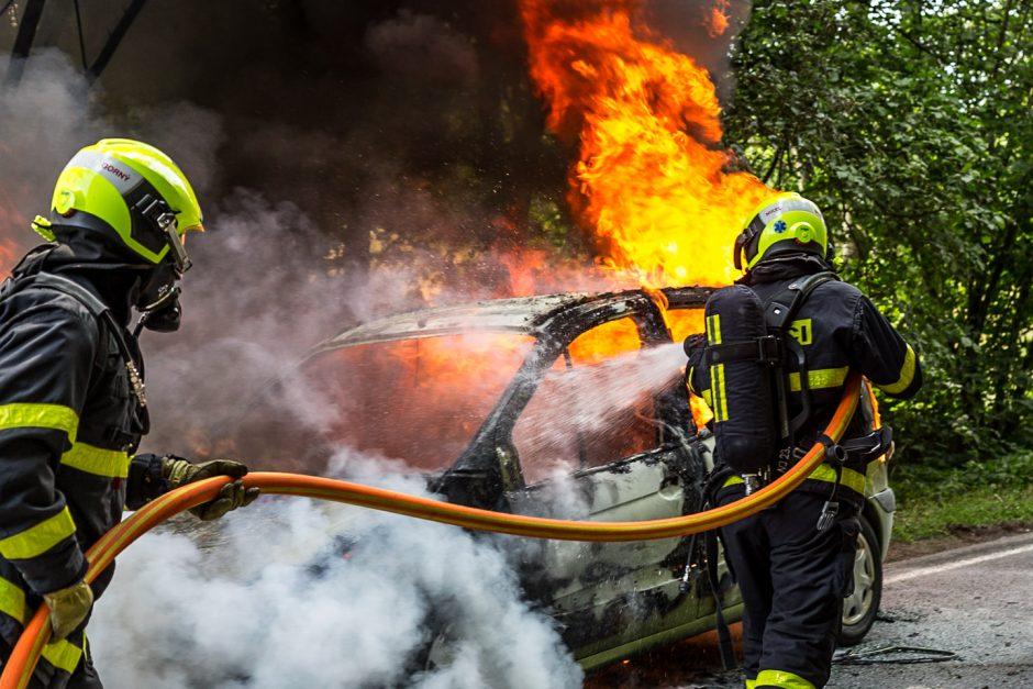 Požár osobního automobilu ve Skřípově