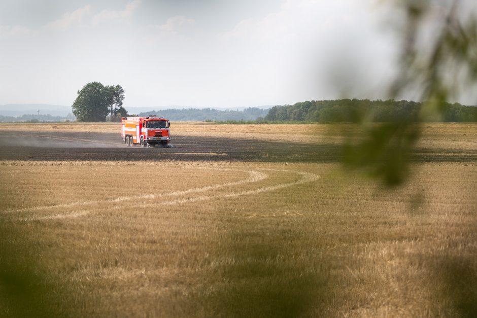 Požár pole ve Slavkově