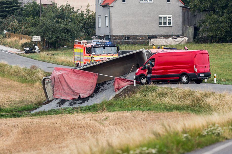 Nehoda nákladního automobilu se štěrkem v Jakubčovicích